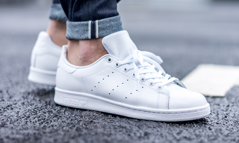 Adidas Stan Smith Keep em clean. White shoes are a easy way to add pop to  your outfit with dark pants. Works with shorts too.